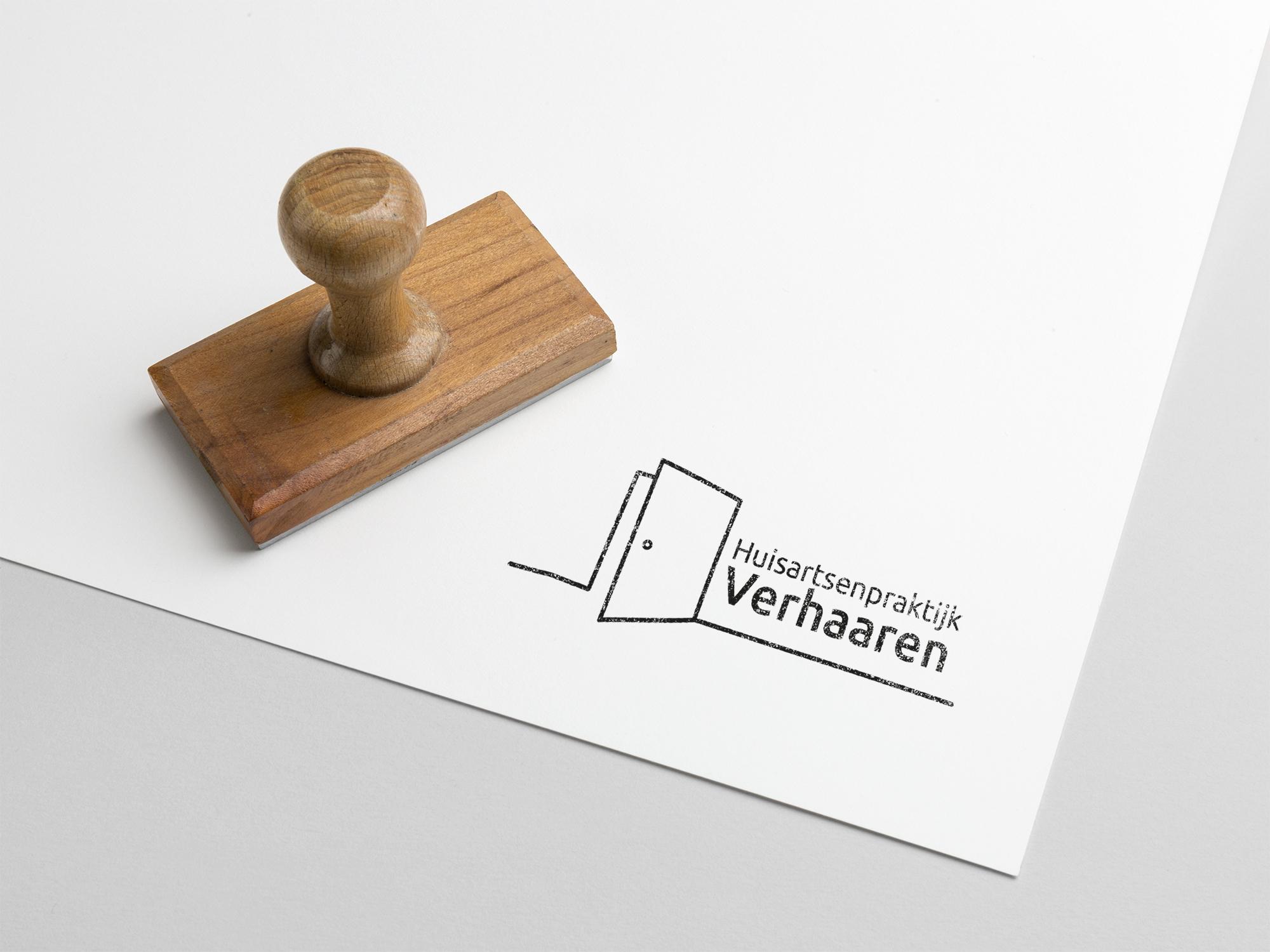 foto van stempel met logo van huisartsenpraktijk verhaaren